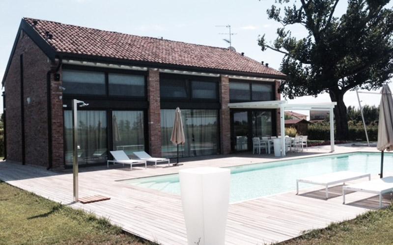 https://www.lupiarredamenti.it/upload/blocchi/X1119fotoIMG_800x5001-1X_cascina_in_campagna_con_piscina_eventi_design_verona.jpg