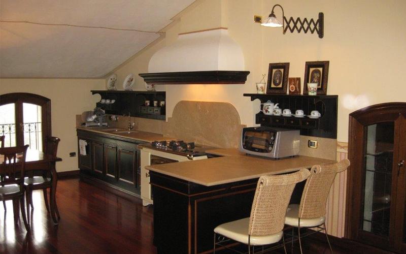 Stunning cucina classica lupi arredamenti mantova with cucine per mansarde - Cucine per mansarde basse ...