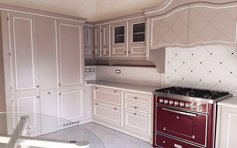 Cucina dall 39 eleganza classica progetti lupi arredamenti for Arredamenti da sogno